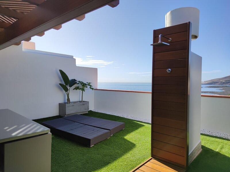 Relajantes baños de sol y lujo frente al mar, vacation rental in Puertito de Guimar