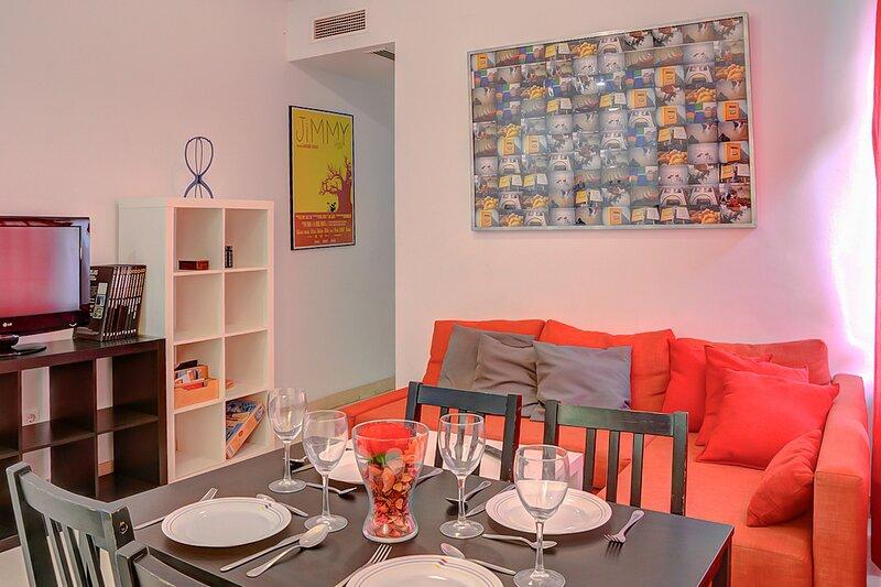 Amplio apartamento de 2 habitaciones en las Delicias, holiday rental in Los Palacios y Villafranca