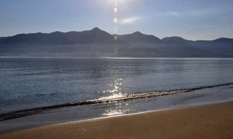 Casa em Meio a natureza a 100 metros da praia, aluguéis de temporada em São Sebastião