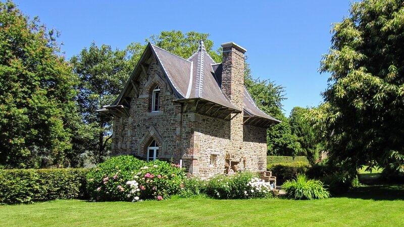 Maison de Charme - Parc du Château de Boucéel - Idéal Baie du Mont Saint Michel, location de vacances à Saint-Aubin-de-Terregatte