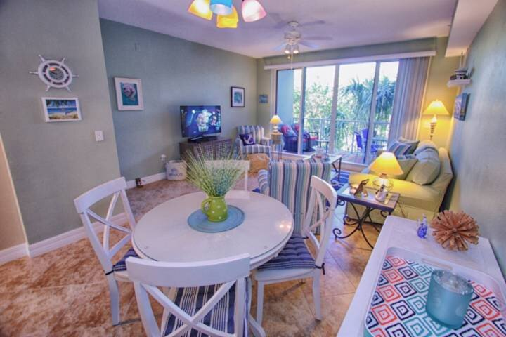 Dining Area for 4, Living Area w/Private Balcony & Canal View