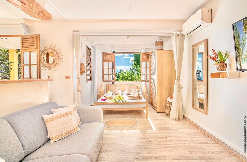 T2 PRESTIGE AVEC JACCUZI PRIVE VUE SUR MER, location de vacances à Fort-de-France
