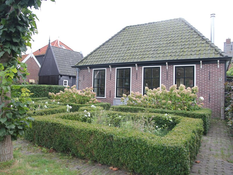 Pleasant Holiday Home in Grootschermer with Garden, Ferienwohnung in Koggenland