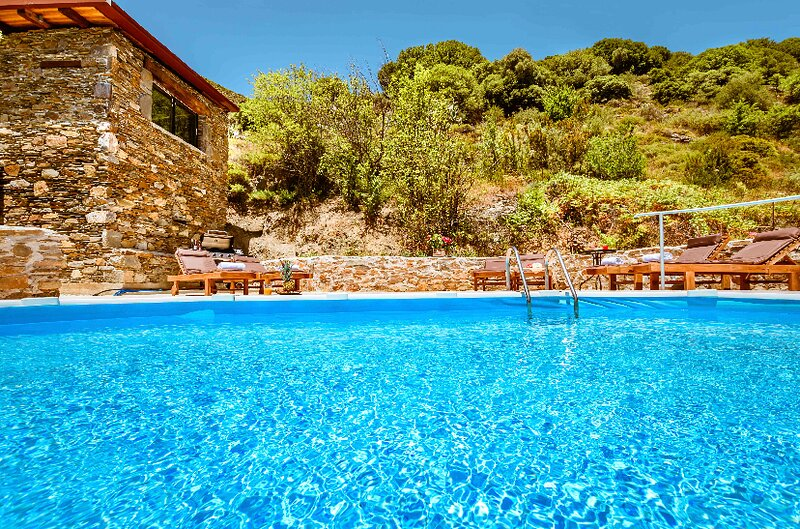 Ellafos Traditional  5  Apartments with Pool Elafonisi Chania Crete – semesterbostad i Keramoti