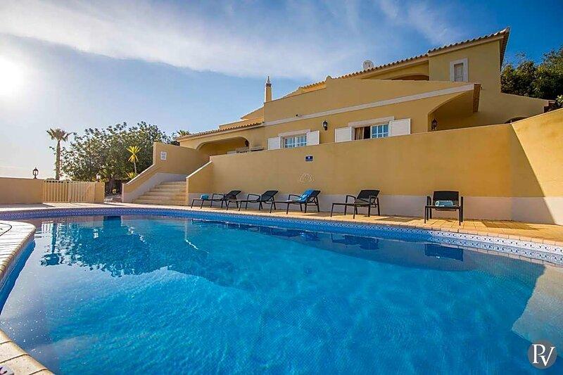 Sitio da Areia Villa Sleeps 14 with Pool Air Con and WiFi - 5874621, alquiler de vacaciones en Azinheiro