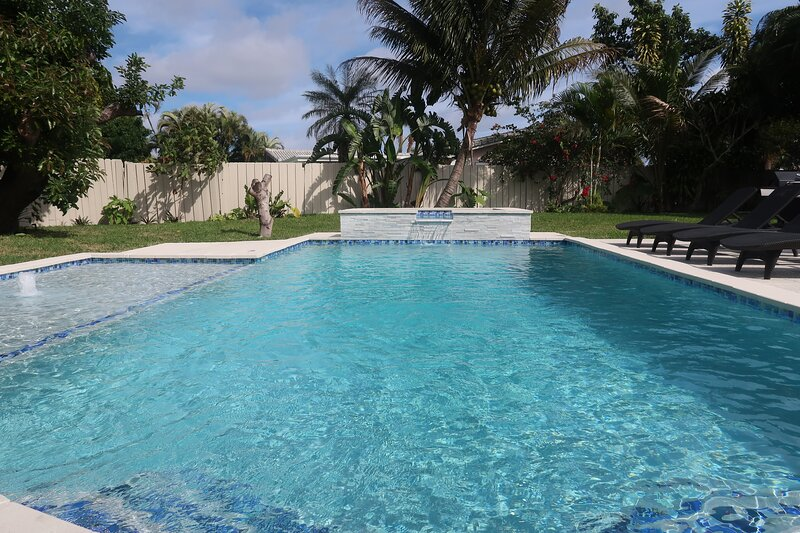 ♥ Palm Beach Home 5B/4Bth, Private Pool & Hot Tub Home Theater ♥, alquiler vacacional en Lake Worth
