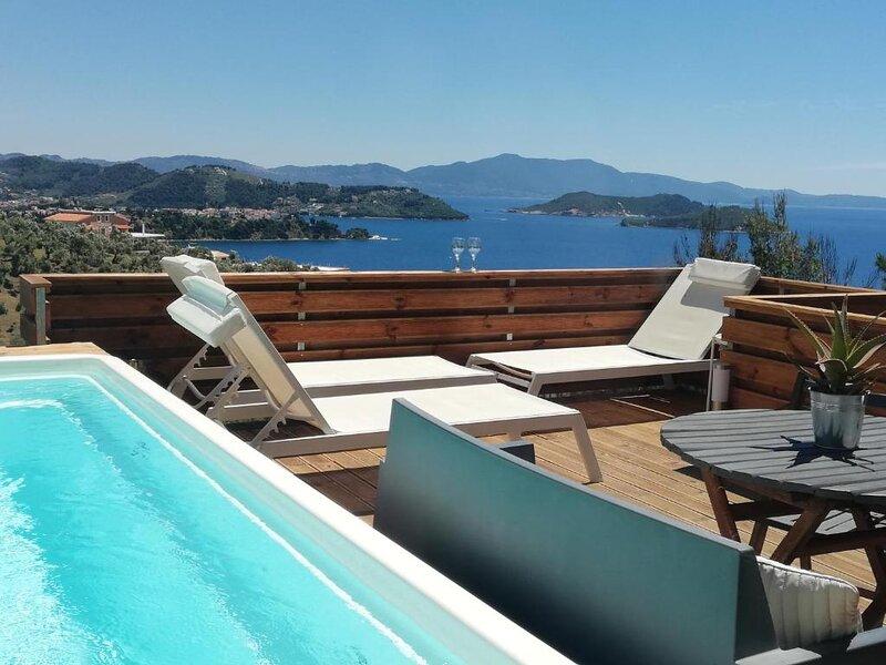 2br Suite White gea with private pool, location de vacances à Katsarou