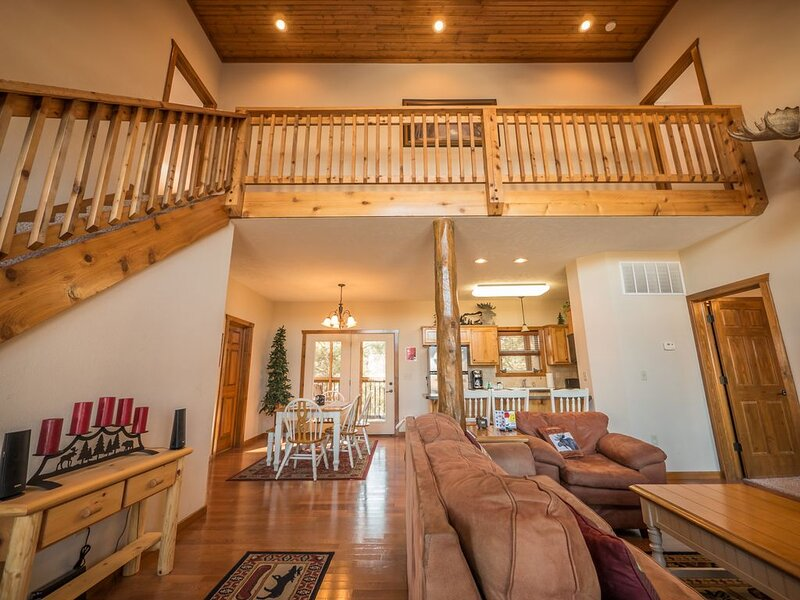 Moose Bay Lodge: moments away from Silver Dollar City, Table Rock Lake & Branson, vacation rental in Indian Point