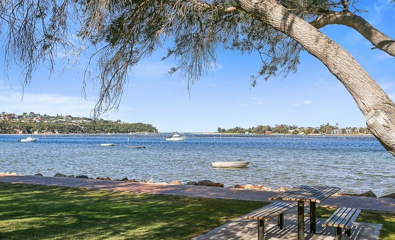 LAKE FRONT ON BEACH - MERIMBULA, vacation rental in Merimbula