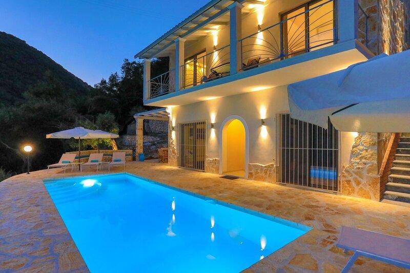 Private pool, stunning views, exceptional sceneries, A/C, alquiler de vacaciones en Katavolos