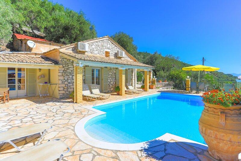 Viilla Kefalaki: Superb sceneries and views, private pool, alquiler de vacaciones en Katavolos
