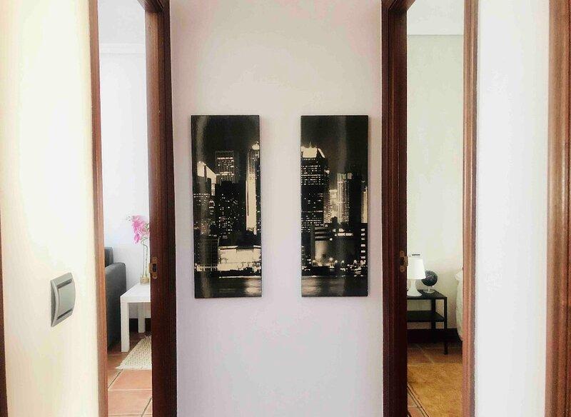 Charming 2-Bed Apartment in Donostia, casa vacanza a Pasajes