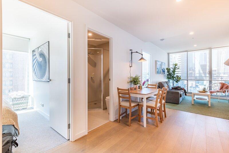 Stylish city views CBD 2 bed 2 bath, holiday rental in Yarra Glen