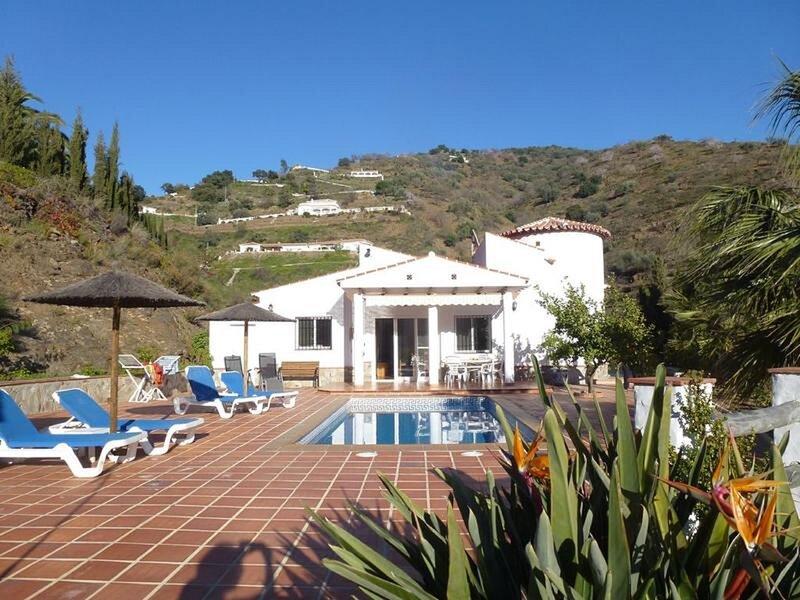 Holidayhome with heated pool and seaview near Malaga, holiday rental in Loma las Chozas