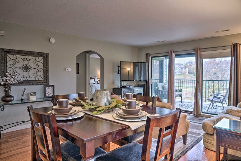 NEW! Condo Amidst Branson Action w/ Pool & Golf!, vacation rental in Point Lookout