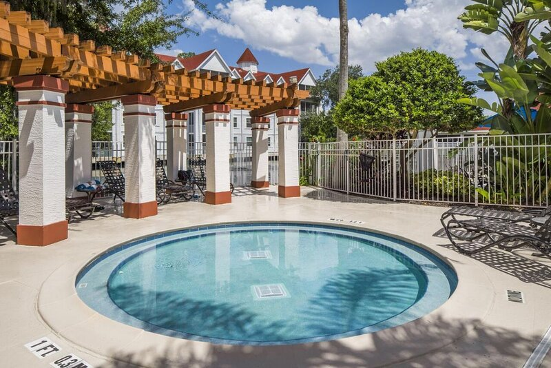Ultimate Orlando Getaway! 1 Amazing 3BR Unit, Pool, Beach, alquiler vacacional en Celebration