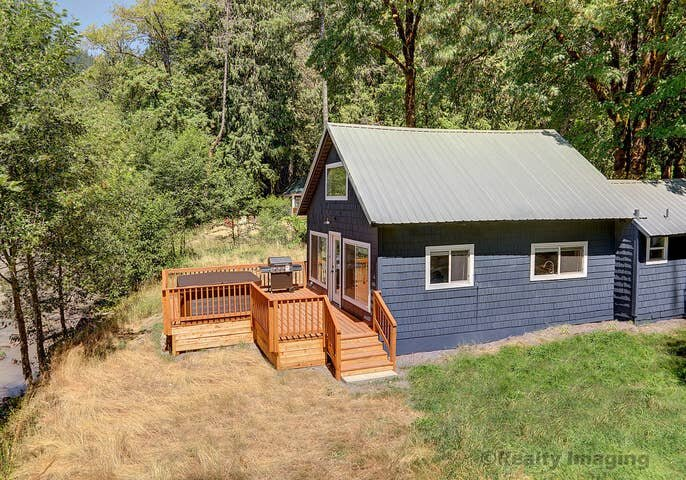 Riverbend #2-Private hot tub - OPEN DURING COVID, holiday rental in Brightwood