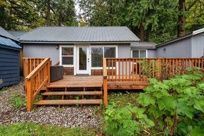 Riverbend #3-Private hot tub - Open during COVID, holiday rental in Brightwood