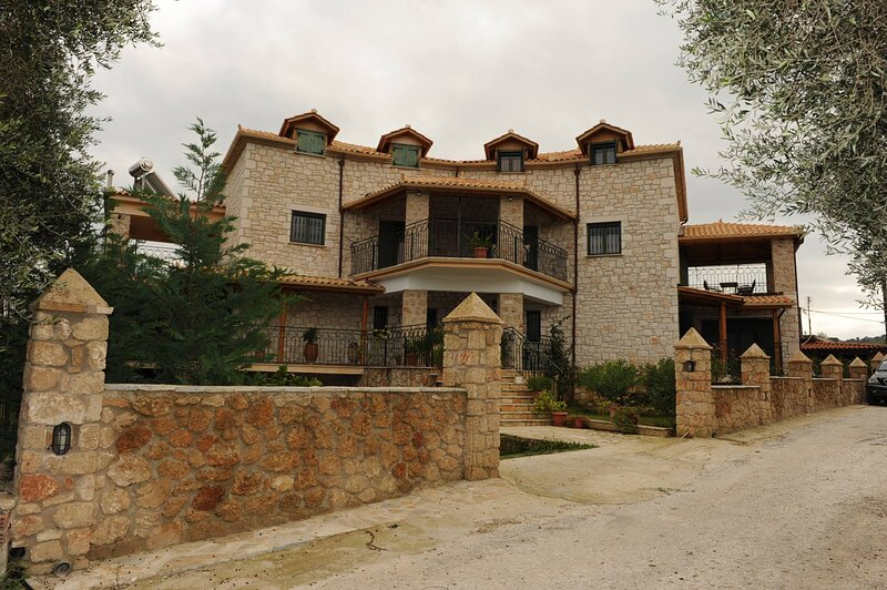 Inviting Apartment in Zakynthos, holiday rental in Vasilikos