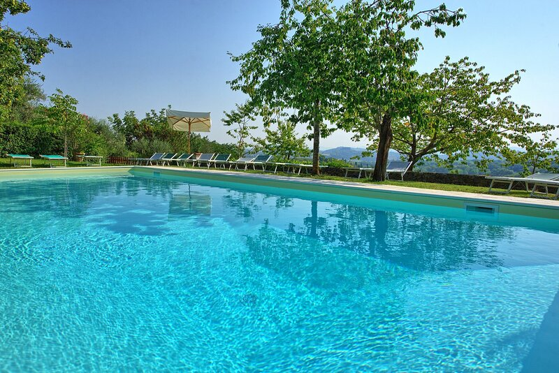 Valverde Villa Sleeps 16 with Pool and WiFi - 5875114, holiday rental in Sarteano