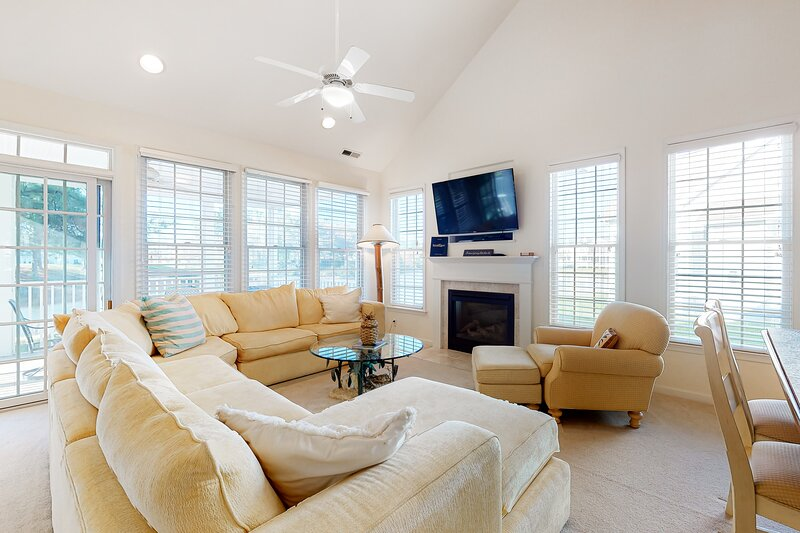 Bear Trap Dunes townhouse w/ balcony, free WiFi, gym, and private gas grill, holiday rental in Millville