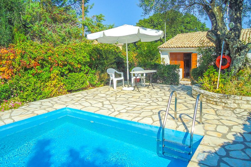 Fishermans Cottage: Private pool, a/c, near beach, holiday rental in Avlaki