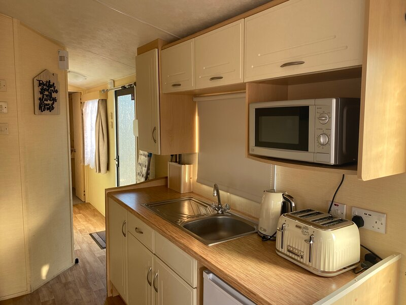 Lovely 3-Bed Caravan in Clacton-on-Sea, vacation rental in Walton-on-the-Naze