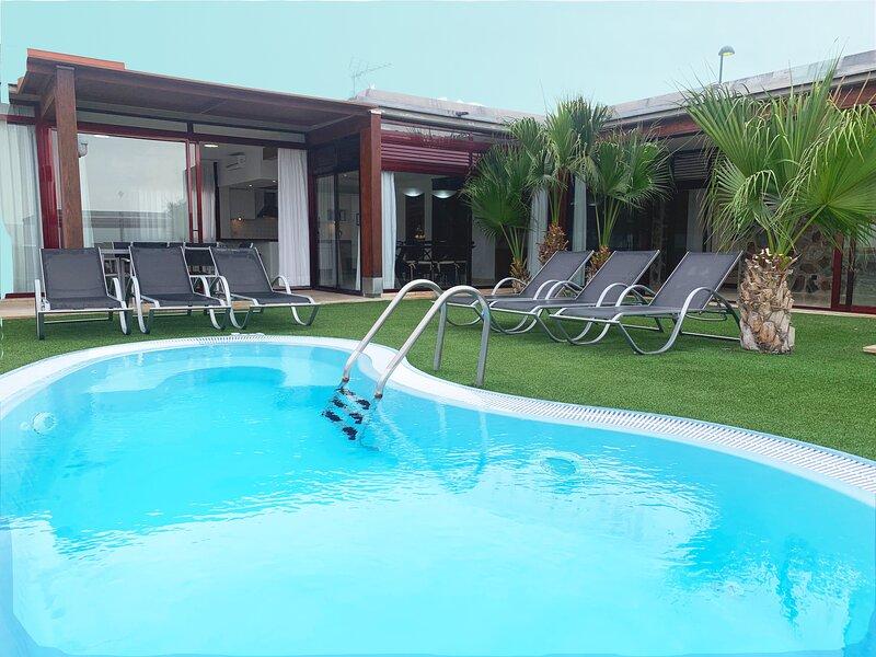 Villa with private pool Tauro Villas II, location de vacances à Platero