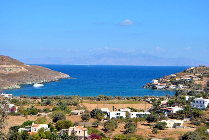 Mezzo, traditional stone house, 10 minutes by foot from the beach of Otzia., holiday rental in Otzias