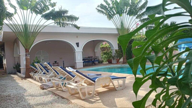 KEUR ZOIZO villa indépendante ,wi-fi, piscine privée ,sans vis à vis ,au calme, location de vacances à Popenguine