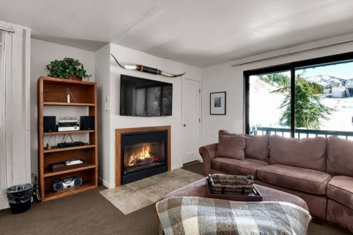 Between Snowbird & Alta, Near Hiking, Rock Climbing, Mountain Biking, Covered Pa, holiday rental in Alta