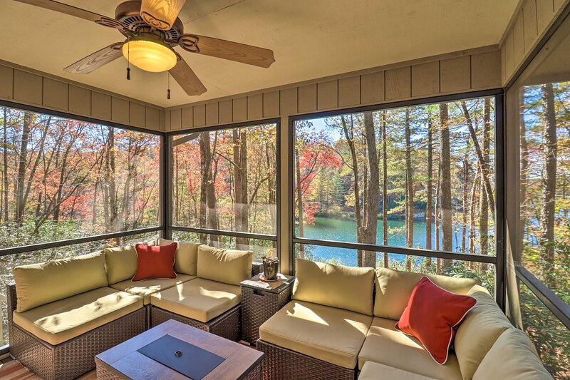 NEW! Deluxe Lakefront Mtn Escape w/ Club Amenities, vacation rental in Rosman
