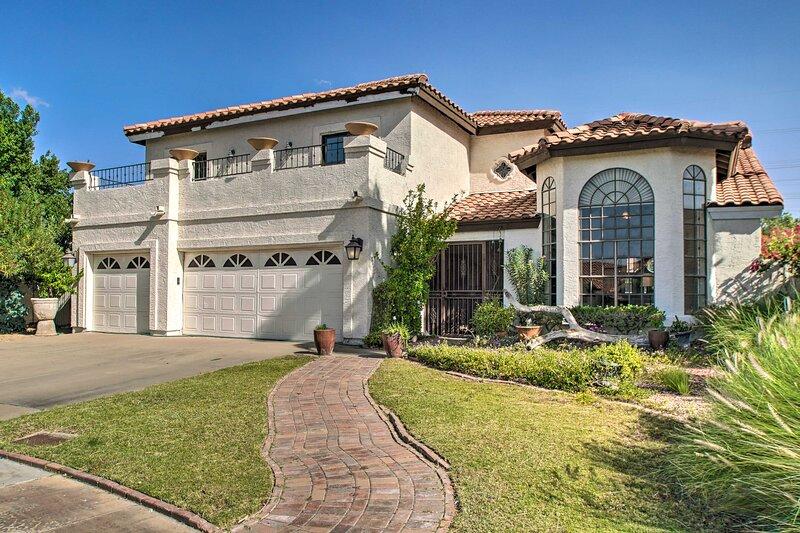 Desert Dreamscape: Luxe Home + Private Pool & Deck, casa vacanza a Fountain Hills