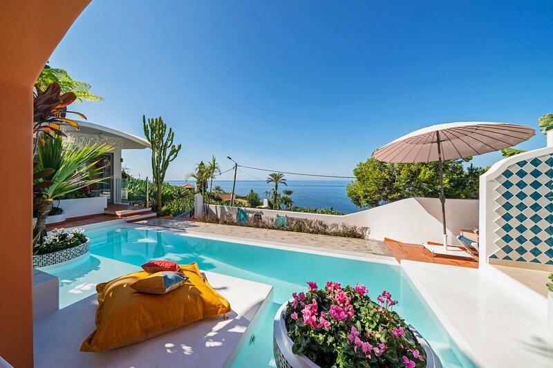 Beautiful zen villa, panoramic sea-views and access to the beach Villa do Mar IV, casa vacanza a Arco da Calheta