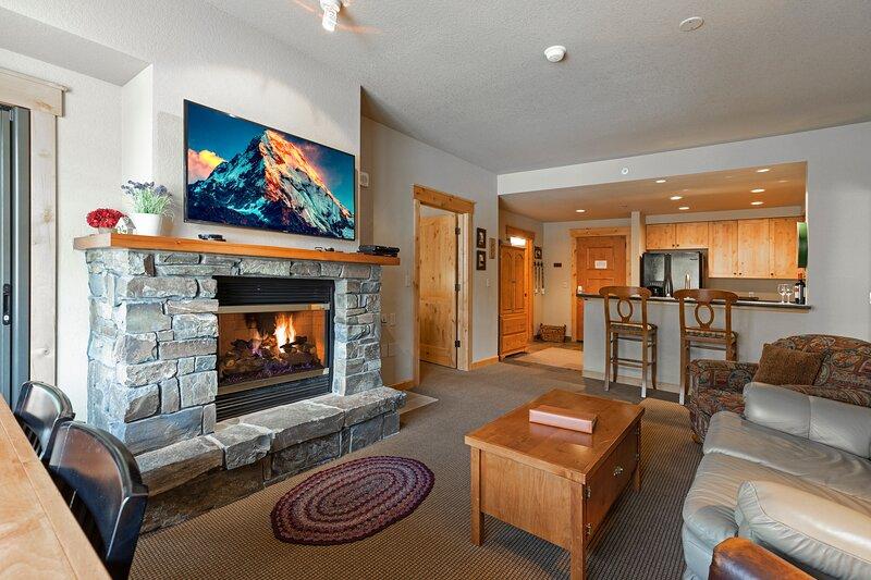 Perfect ski and summer base lodge - Direct ski in and ski out, alquiler de vacaciones en Polebridge