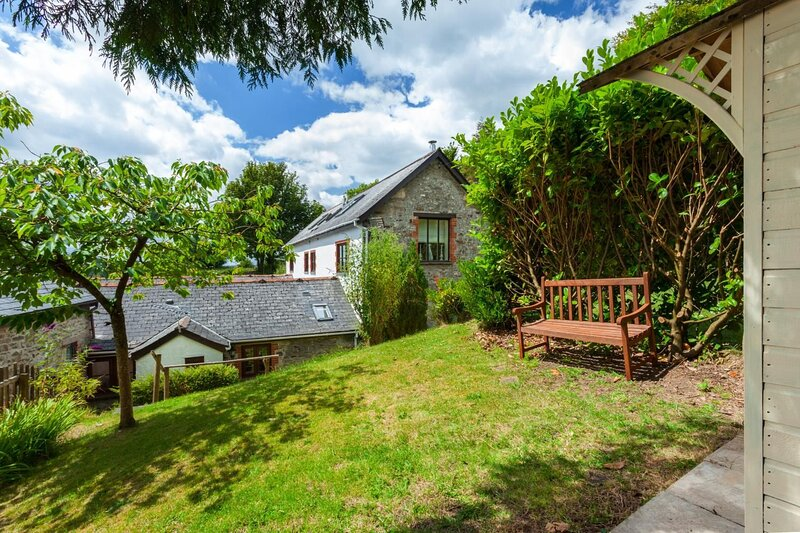 Byre Cottage, Dulverton - Ground floor, pet-friendly holiday cottage for 2 guest, vacation rental in Winsford