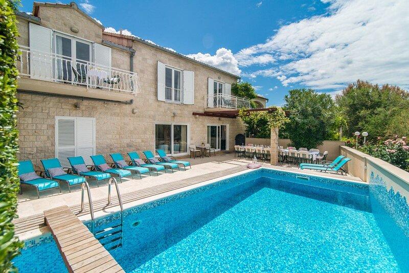 Villa Beach Life Mirca – Beachfront pool villa in Mirca, Brac island, vacation rental in Supetar