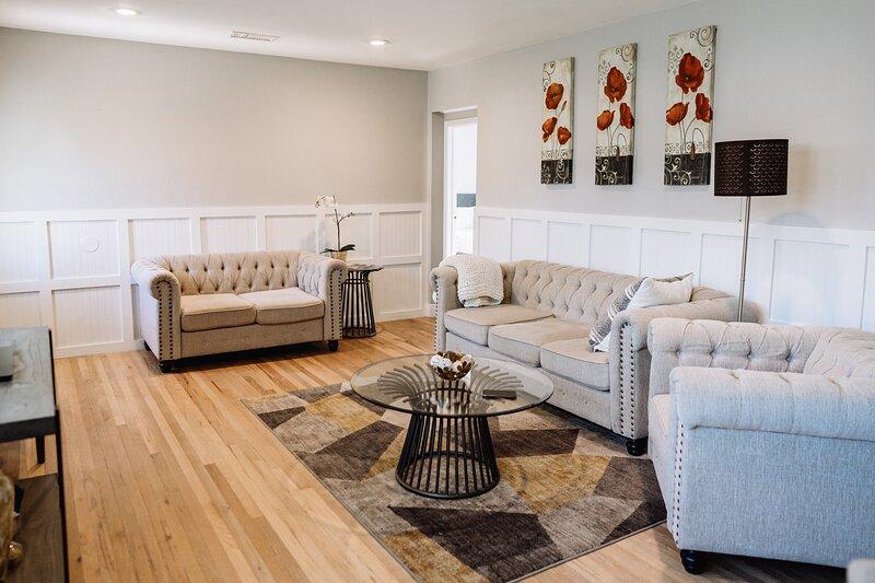 Cordova l CLEAN/DISINFECTED Beautiful Home w/ BIG YARD (p28), holiday rental in Burbank