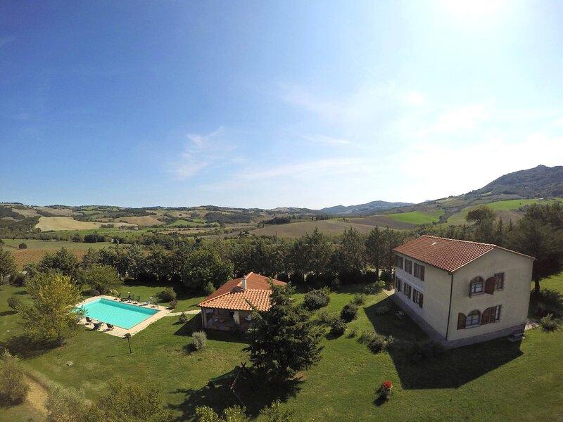 Casa Olivo Agriturismo Le Selvole - Toscana, holiday rental in Montegemoli