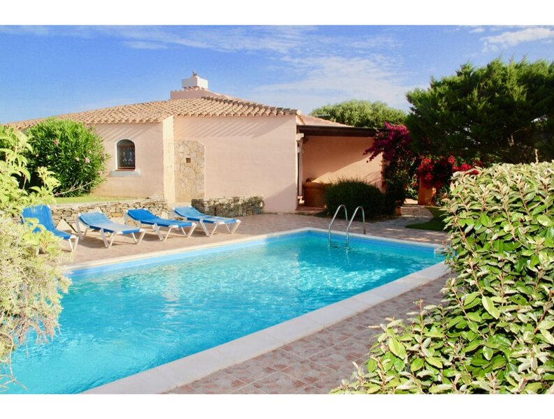 Villa Regina in Stintino with private pool and enchanting sea view, casa vacanza a Sardegna