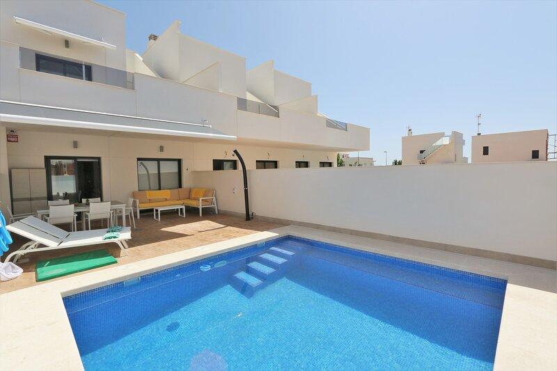 VDE-088 Sunny house with private pool in Pilar de la Horadada, aluguéis de temporada em Romero