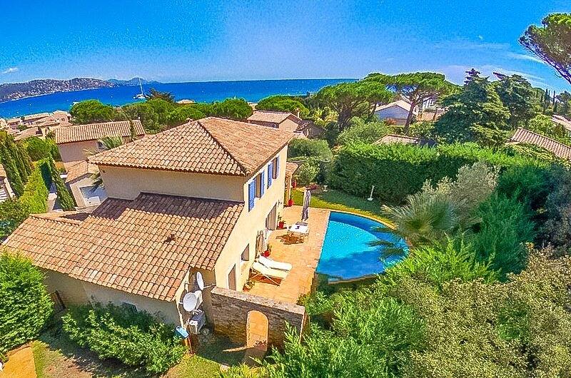 1470589 airconditioned villa for 8 people, 300 meters from beach, private pool, aluguéis de temporada em Ste Maxime