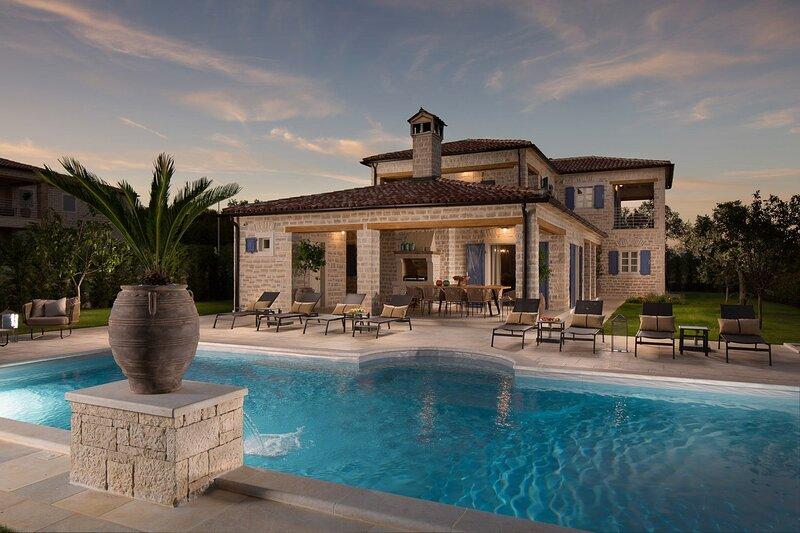 Villa Providenza with Pool, holiday rental in Vidulini