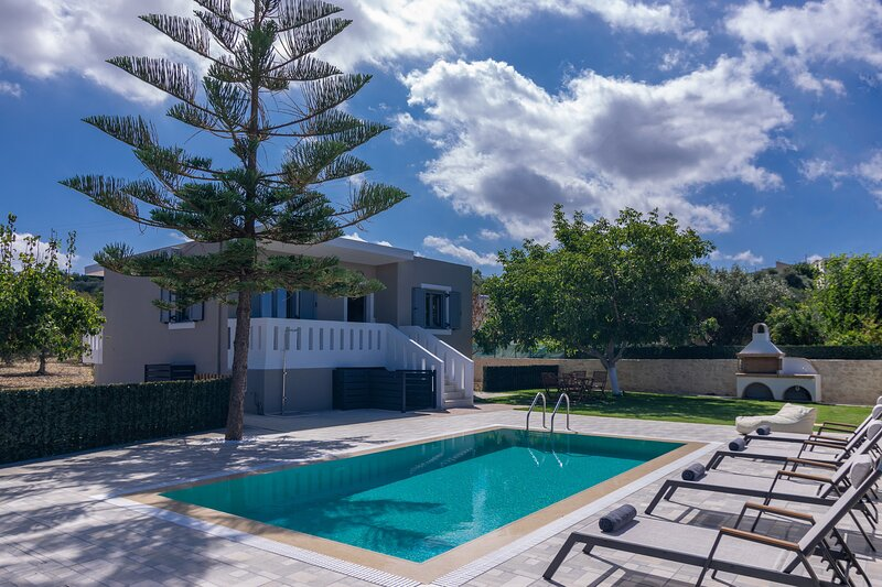 Modern rural villa,Private pool,Ideal for Families, vakantiewoning in Roustika