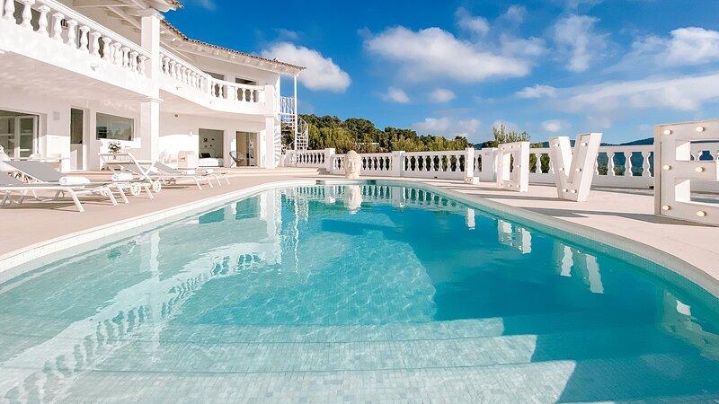 NEW Villa The White Pearl Ibiza Ultra rare Ocean view 10PAX Ibiza Town, vacation rental in Nuestra Senora de Jesus