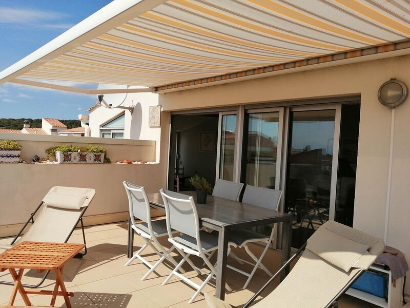 Large 3 bed apartment with large terrace / Centre Port, location de vacances à Cap d'Agde