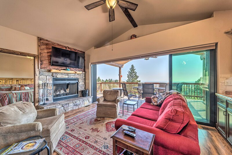 NEW! Mountain Haven w/ Hot Tub ~15Mi to Ski Apache, holiday rental in Nogal