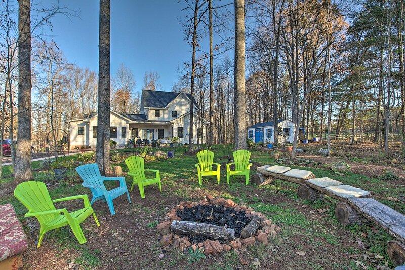 NEW! Charming Charlottesville Apt w/ Outdoor Space, aluguéis de temporada em Keswick