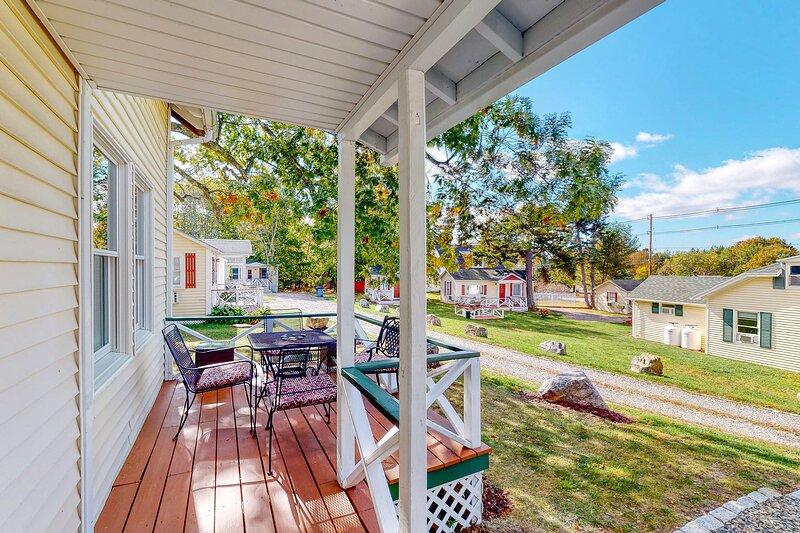Cozy cottage on the coast w/ private patio, gas grill, & perfect location!, alquiler de vacaciones en Sorrento