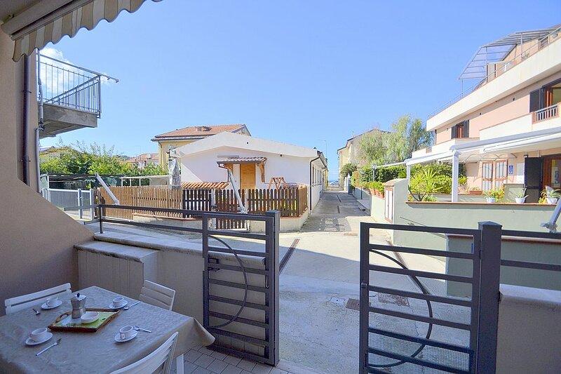 Agropoli Villa Sleeps 4 with Air Con - 5875284, location de vacances à Agropoli
